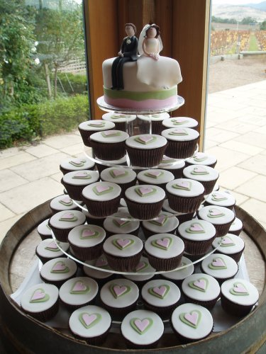 serve wedding cupcakes, you don't have to stress over what type of cake