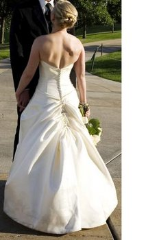 Wedding dress bustle hudson valley ceremonies for Wedding dress train bustle