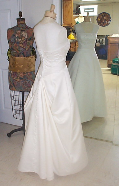 Wedding Dress Bustle – Hudson Valley Ceremonies