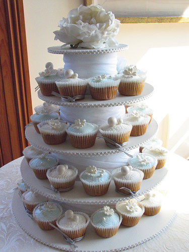 Wedding Cake vs Wedding Cupcakes   Hudson Valley Ceremonies