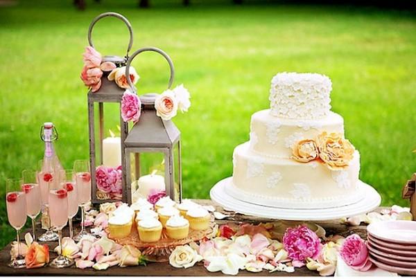 Your outdoor wedding hudson valley ceremonies for Outdoor wedding cake ideas